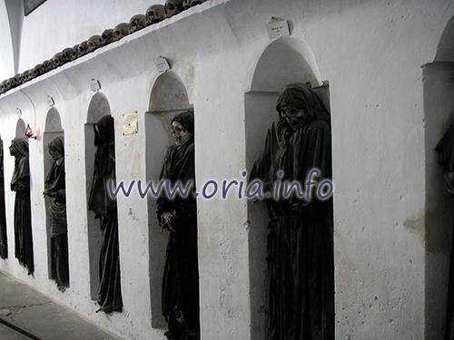 Mummie di Oria, foto di repertorio del 2008 (fatte senza flash)