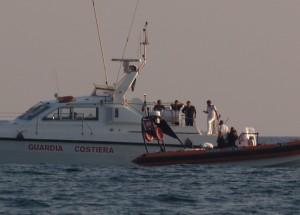guardia costiera e nucleo sommozzatori impegnati nelle ricerche