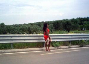 Una prostituta sulla SS7 Brindisi-Taranto