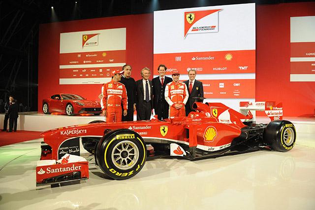 Da sinistra il pilota Ferrari Felipe Massa, il presidente della Fiat  Sergio Marchionne, il presidente Ferrari Luca Cordero di Montezemolo, John Elkann, il pilota Fernando Alons e Stefano Domenicali, durante la presentazione della nuova  Ferrari F138 a Fiorano