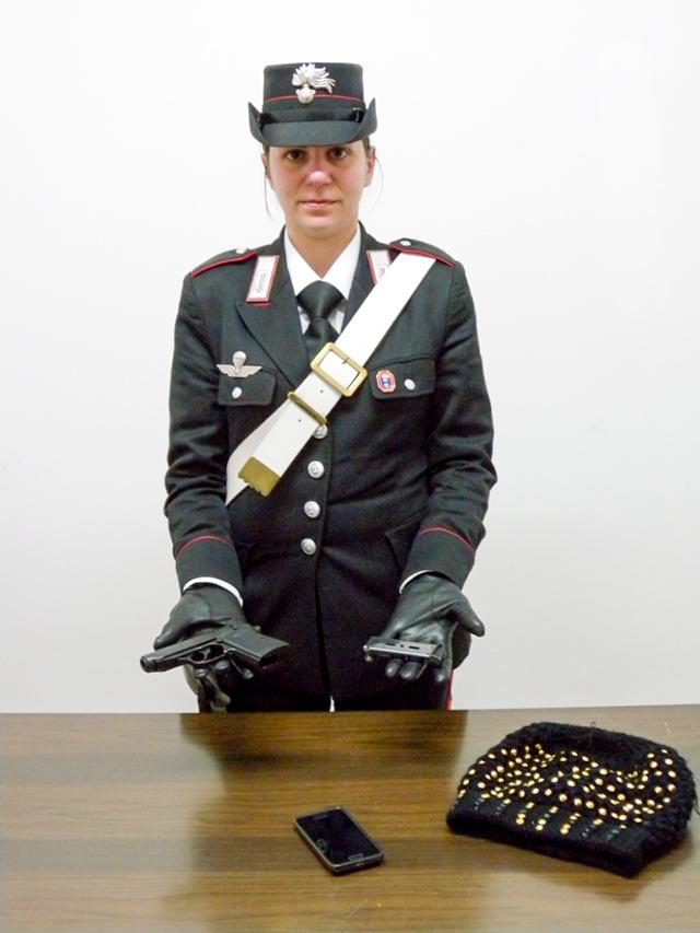 carabiniera-pistola