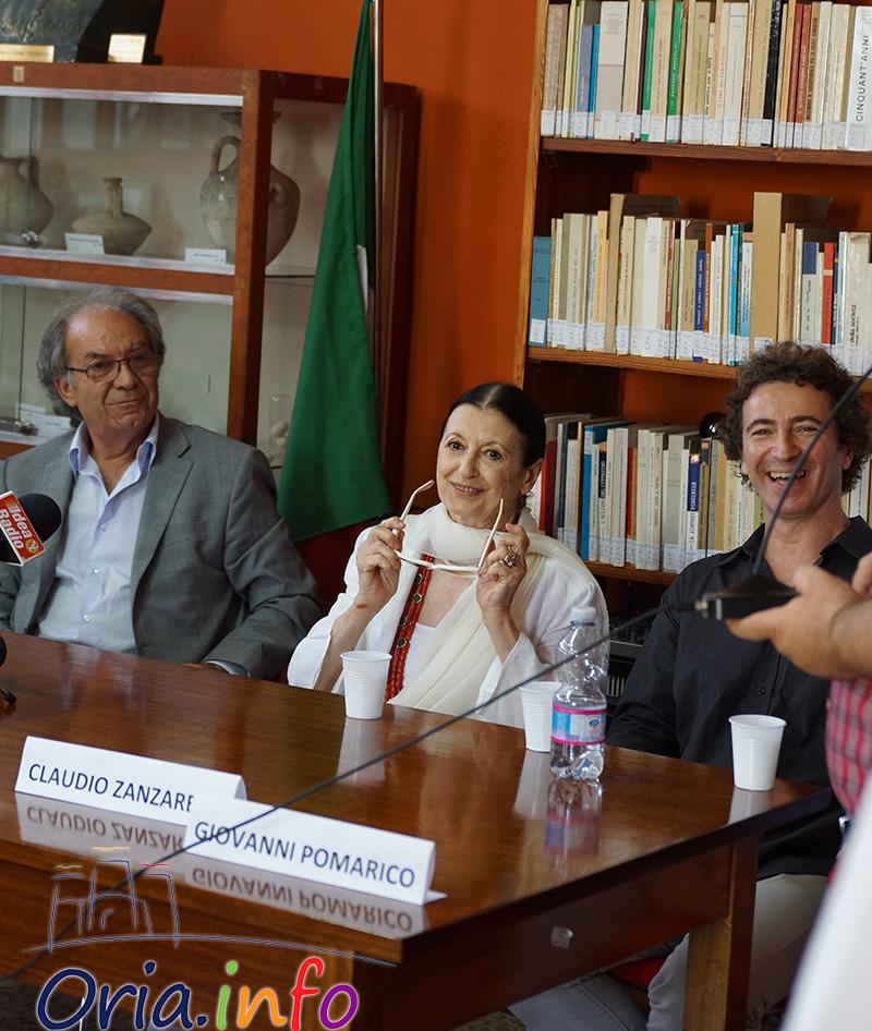 Carla Fracci e Toni Candeloro insieme al sindaco di Oria, durante la conferenza stampa di presentazione dell'evento