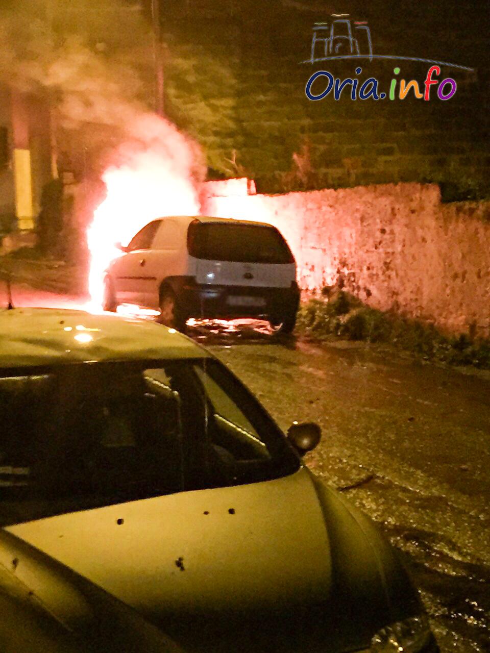 incendio-opel-corsa-fiamme