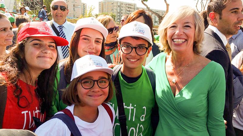 I quattro alunni di Oria insieme al Ministro della Pubblica Istruzione Stefania Giannini