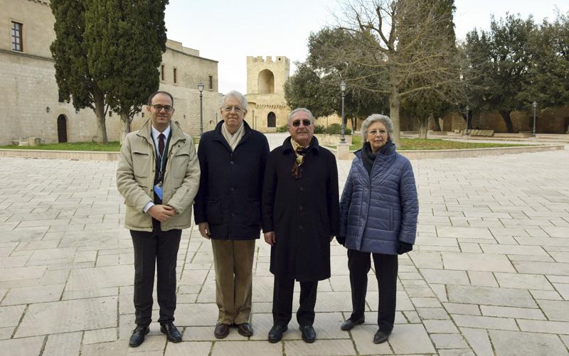 10 -Foto famiglia Monti con Giuseppe Romanin e Giovanni Colonna - foto Oronzo Urso_1_1