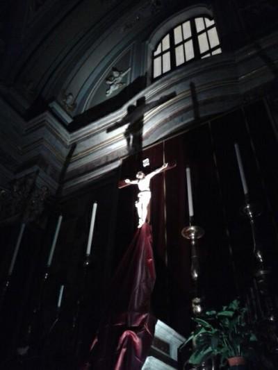Il Crocifisso sull'altare maggiore della Basilica Cattedrale di Oria
