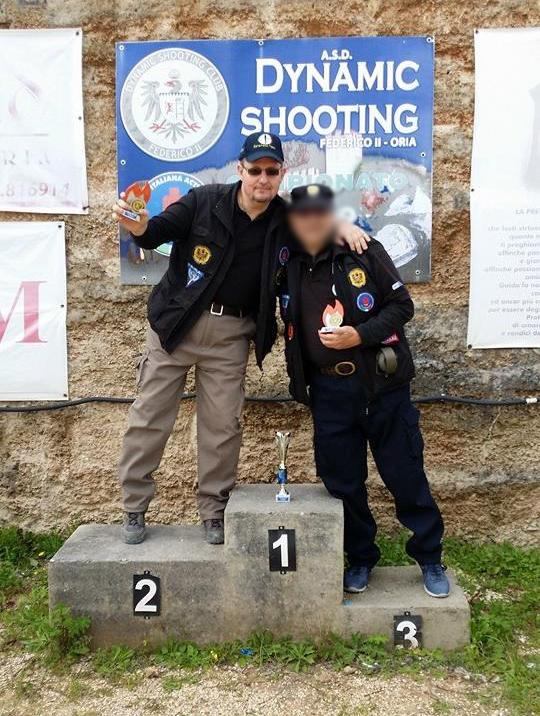 Ruello durante una premiazione presso il campo di tiro di Oria